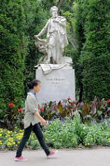 Hans Makart-Denkmal im Wiener Stadtpark - das Marmorstandbild des Malers wurde 1898 eingeweiht - Entwurf / Umsetzung  Viktor Tilgner von Fritz Zerritsch dem Älteren.