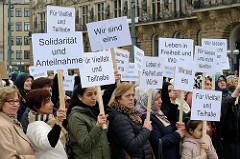 Friedenskundgebung zum Gedenken an die Opfer des rassistischen und islamfeindlichen Anschlags in Christchurch auf dem Hamburger Rathausmarkt am 23.03.19. Die Schura – Rat der Islamischen Gemeinschaften in Hamburg hatte zu der Veranstaltung aufgerufen