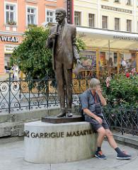 Denkmal für den ersten Präsidenten der Tschechoslowakei Tomasz Garrigu Masarik in der Innenstadt von Karlsbad / Karlovy Vary.