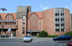 Moderne Architektur eines Parkhauses in der Knud-Laward Straße von Flensburg.