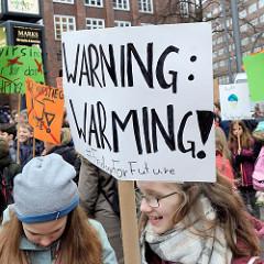 Fridays for Future - Demo in Hamburg - 01.03.2019. Schilder mit der Forderung / Slogan: Warning Warming # fridayForFuture