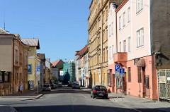 Wohnhäuser in unterschiedlichen Baustilen in der Straße  Resslova von Pilsen / Plzeň.