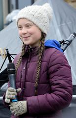 Fridays for Future - Demo in Hamburg - 01.03.2019; Rede der Klimaaktivistin Greta Thunberg bei der Abschlusskundgebung auf dem Hamburger Rathausmarkt.