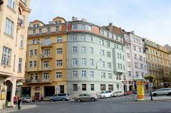 Wohnblocks - Eckgebäude, Etagenhäuser in der Straße Varšavská in Karlsbad / Karlovy Vary.