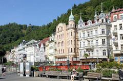 Prunkvolle Gründerzeitarchitektur - Hotels, Wohnhäuser / Geschäftshäuser an der Stará Louka von Karlsbad /  Karlovy Vary.