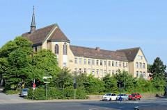 Blick zum Diakonissenkrankenhauses Flensburg und der DIAKO-Kirche - errichtet 1883, Entwurf  Alexander Wilhelm Prale.