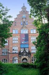 Fassade  vom Heinrich-Sauermann-Haus / Altes Museum auf dem Museumsberg in Flensburg. Das Gebäude wurde 1903 als Kunstgewerbemuseum im Stil der Nordischen Renaissance errichtet.