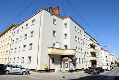 Tabak Trafik in der Wohnanlage Philippovichgasse von Wien - errichtet 1940, Architekt Johann  Stöhr