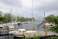 Hafenbecken vom alten Industriehafen in Flensburg - eingerichtet in den 1920er Jahren -  jetzt auch Liegeplätze für Sportboote.