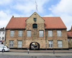 Kompagnietor an der Schiffbrücke in Flensburg - errichtet 1602, Baumeister Dirick Lindingk. Heute ist das Kompagnietor Sitz des Europäischen Zentrums für Minderheitenfragen.