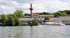 Schornstein vom historischen Kesselhaus im Lübecker Hafen - Teil der ehem. Schiffswerft von Henry Koch - errichtet 1924, Architekt Paul Ranft.