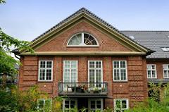 Ehem. Kasernengebäude vom Marinestützpunkt Flensburg / Mürwik - jetzt Nutzung als Wohnraum.