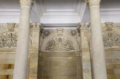 Wandrelief - Stuckdekor und Säulen der Mühlbrunnkolonnade im Kurort Karlsbad - errichtet 1881, Architekt Josef Zitek.