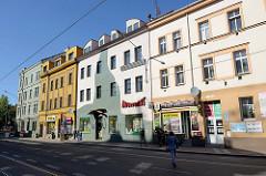 Mehrstöckige Wohnhäuser / Geschäftshäuser in unterschiedlichen Baustilen in der Straße  Resslova von Pilsen / Plzeň.