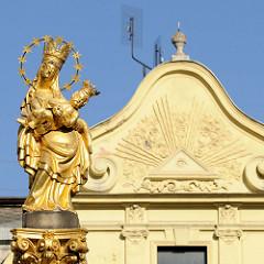 Marienskulptur der barocken Pestsäule auf dem Pilsener Hauptplatz náměstí Republiky / Platz der Republik in Pilsen / Plzeň; errichtet 1681.