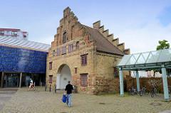 Historische Wehranlage der Stadt Flensburg - das Nordertor war Teil der Flensburger Stadtbefestigung und wurde um 1596 errichtet.