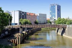 Stillgelegte Eisenbrücke, FussgängerInnenbrücke über den Fluss Radbuzo in   Pilsen / Plzeň