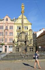 Barocke Pestsäule auf dem Pilsener Hauptplatz náměstí Republiky / Platz der Republik in Pilsen / Plzeň; errichtet 1681.