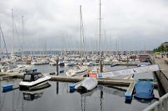 Ehemaliger Mürwiker Marinehafen an der Flensburger Fördepormenade - jetzt Nutzung als Marina für Sportboote.