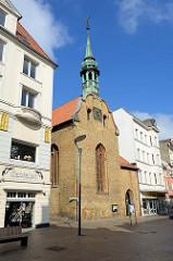Heilig Geist Kirche in der Großen Straße von Flensburg; die Kirche wurde 1386 als Teil des Hospitals zum Heiligen Geist gebaut.