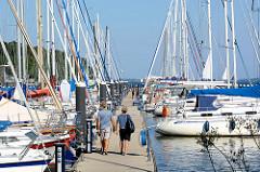 Sportboothafen / Marina in Lauterbach, Insel Rügen am Greifswalder Bodden an der Ostsee.
