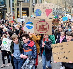 Fridays for Future - Demo in Hamburg - 01.03.2019. Demonstrationszug mit Demoschildern in der Hamburger Innenstadt / Mönckebergstraße - Slogan: America is great - Europa is Greta.