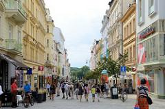 Fussgängerzone in der Straße T. G. Masaryka von Karlsbad /  Karlovy Vary - Gründerzeitarchitektur.