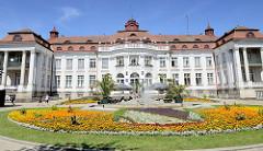 Historische Gründerzeitarchitektur vom Gebäude des Elisabethbades / Lázně IV in Karlsbad /  Karlovy Vary.