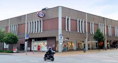 Architektur der 1970er Jahre - Kaufhausarchitektur, Flachbau an der Straße Süderhofenden in Flensburg.