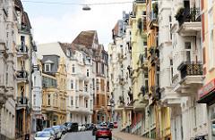 Historische Bebauung in der Toosbüystraße von Flensburg - Wohnhäuser / Geschäftshäuser im Baustil des Historismus, Jugendstil und Heimatschutz.
