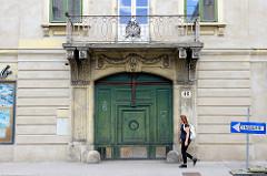 Toreinfahrt / Holztor vom Coithschen Haus - Bürgerhaus in der Penzinger Straße von Wien, errichtet um 1790.