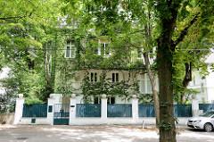 Bilder der Architektur in Wien - Haus Strasser  in der Kupelwiesengasse; Architekt Adolf Loos, 1912. Adolf Loos (1870 - 1933) war ein österreichischer Architekt, der als einer der Wegbereiter der modernen Architektur gilt.
