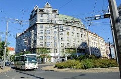 Wohnblock, Geschäftsgebäude - Eckhaus an der Straße Americká in Pilsen / Plzeň; denkmalgeschützte Architektur  - errichtet 1924.