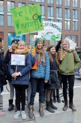 Fridays for Future - Demo in Hamburg - 01.03.2019. Schilder mit den Forderungen / Slogans: The time is running - Friday for future.