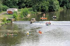 Kanus fahren auf der Eger / Ohře in Karlsbad / Karlovy Vary.