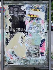 Werbeplakate - Ausstellungen,  Haltestelle am Wiener Ring - abgerissene bunte Veranstaltungsplakate.