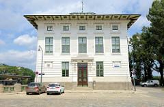 Das ehemalige Verwaltungsgebäude der Wehr- und Schleusenanlage Nussdorf, errichtet um 1900 - Architekt Otto Wagner.