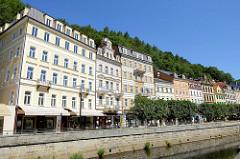 Prunkvolle Gründerzeitarchitektur - Hotels, Wohnhäuser / Geschäftshäuser an der Nová louka von Karlsbad /  Karlovy Vary.
