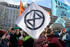 Fast 10 000 SchülerInnen protestieren am 15.03.2019 bei der Fridays for Future-Demonstration in Hamburg für mehr Klimaschutz