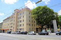 Wohnhausanlage in der Heiligenstädter Straße von Wien - Architekten Friedrich  Novotny, Hans Muttoné, Alexander Kratky.