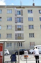 Wohnhausanlage in der Heiligenstädter Straße - Mosaik als Dekor-Fensterläden.