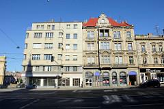 Neu + Alt; sozialistische Architektur der 1960er Jahre neben einem Gründerzeitgebäude in der Straße Klatovská třida in Pilsen / Plzeň.