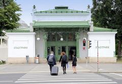 Jugenstilpavillion / Haltestelle Stadtpark der Wiener Stadtbahn, errichtet 1899 - Architekt Otto Wagner.