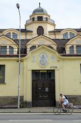 Jugendstilarchitektur des Marktgebäudes an der Straße Horova in Karlsbad / Karlovy Vary, fertig gestellt 1913.