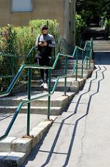 Treppengeländer mit Schatten - Treppen an der Heiligenstädter Straße von Wien.