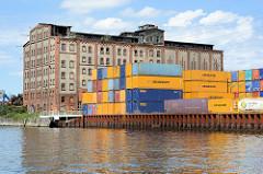 Verlassenes Speichergebäude, Speicherruine am Hafengebiet der Trave in Lübeck Kücknitz.