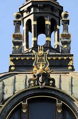 Giebel / Turm vom Kulturhaus Měšťanská beseda in Pilsen / Plzeň; erbaut 1901 - Architekt František Kotek.