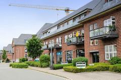 Ehem. Kasernengebäude vom Marinestützpunkt Flensburg / Mürwik an der Fördepromenade - jetzt Nutzung als Wohnraum.