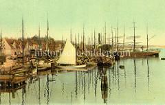 Historische, kolorierte Ansicht mit Segelschiffen im Flensburger Hafen.
