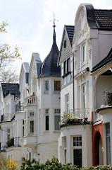 Hausfassaden / Hausgiebel von Stadtvillen in der Geffckenstraße in Hamburg Eppendorf.